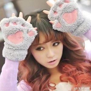 Bear paw fingerless gloves